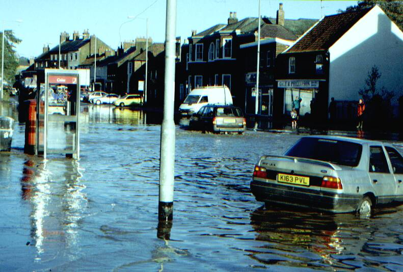 Thumbnails of the floods in Northallerton in Sept 2000